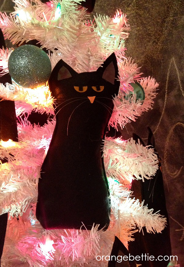 The Crazy Cat Lady Christmas Tree - felt cat free pattern